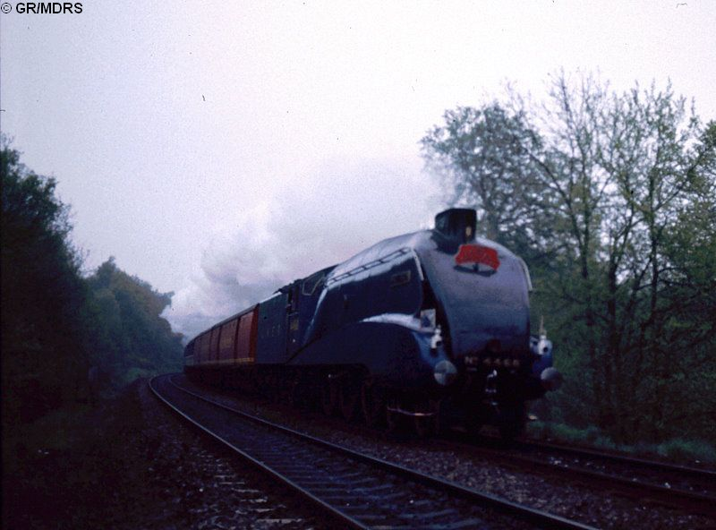 4468 passes Seer Green (Gordon Rippington)