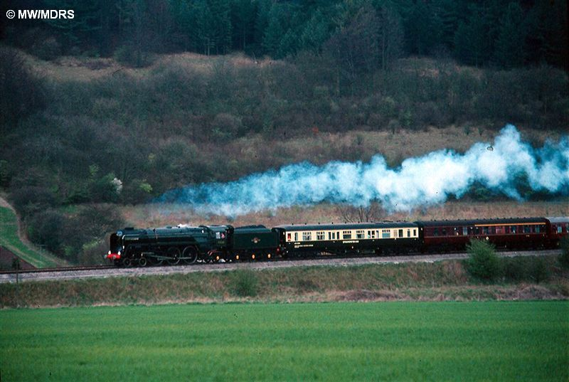 71000 passes Bradenham (Mike Walker)